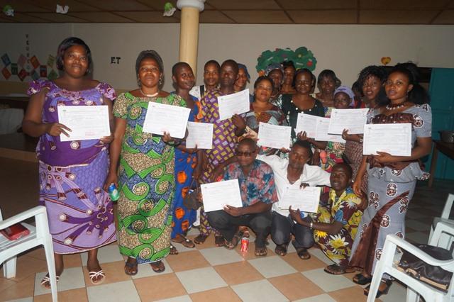 Ceremonia de entrega de títulos del curso de Alfabetización de adultos.